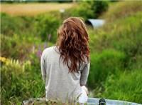 一个女人沉默的图片