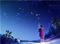 一个女孩在雪地仰望蓝色星空的手机壁纸