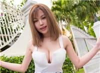 丰胸巨乳美女刘娅希大胆诱人性感写真