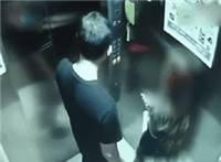 男子电梯内对女子又摸又亲猥亵动态图