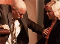 坏老头抓住秘书胸部动态图