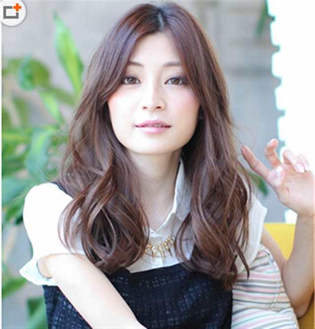 国字脸女生适合的发型图片(点击浏览下一张趣图)